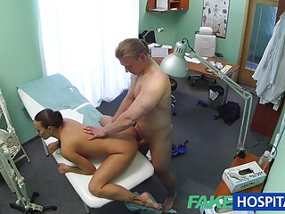 Una porno italiano pelicula completa jovencita se folla hábilmente a un chico