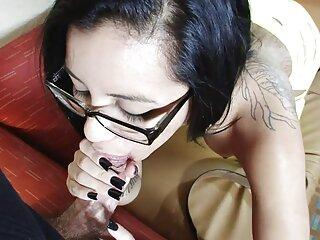 Alexis Rodríguez juega peliculas porno audio en español baloncesto de striptease
