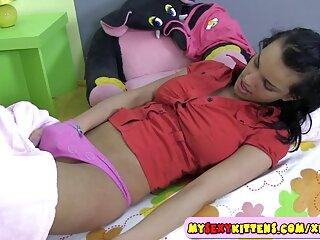 Juguete rosa en el coño peludo peliculas eroticas en xvideos