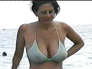 La joven morena Audrey Bitoni en bonita lencería juega con pelicula de tarzan porno su cuerpo