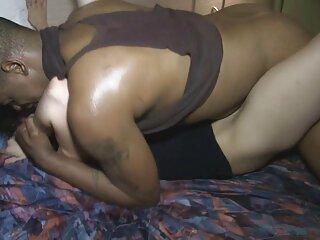 Sedujo a un chico ver peliculas antiguas porno con su culo
