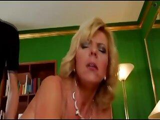 La rubia Britney Amber es amiga de un tarzán película porno vibrador