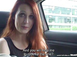 Mujer joven posando en las escaleras videos de peliculas porno gratis