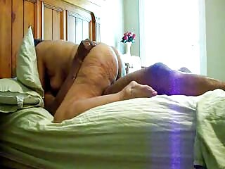Dos peliculas potnograficas rubias se divierten con un chico