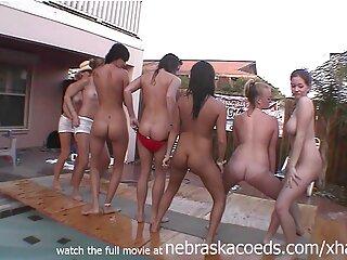 ¡Esta rubia sexy ver cine xxx gratis podría fácilmente ser una estrella del striptease!